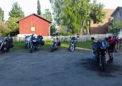Kemin Helluntaiseurakunta prätkien pesu menossa 7xSF kiertueella 2017