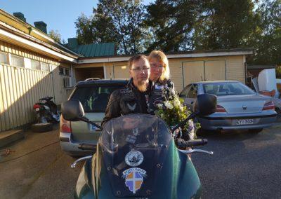Jumala yhdisti 6.7.2017 Jarkon ja Tarjan 7xSF kiertueen aikana yhteiselle taipaleelle.Vihkimisen toimitti Hannu Turunen Vähäkyrön Vapaaseurakunnassa.
