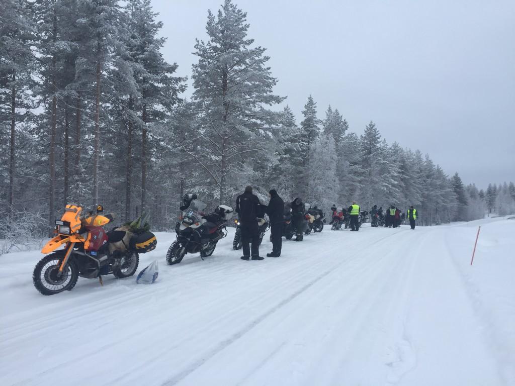 BWT16:tta edelsi talvinen moottoripyöräkokoontuminen Kuhmossa. Kolmen motoristin ryhmä starttasi sieltä 24.1.2016 kohti pohjoista.