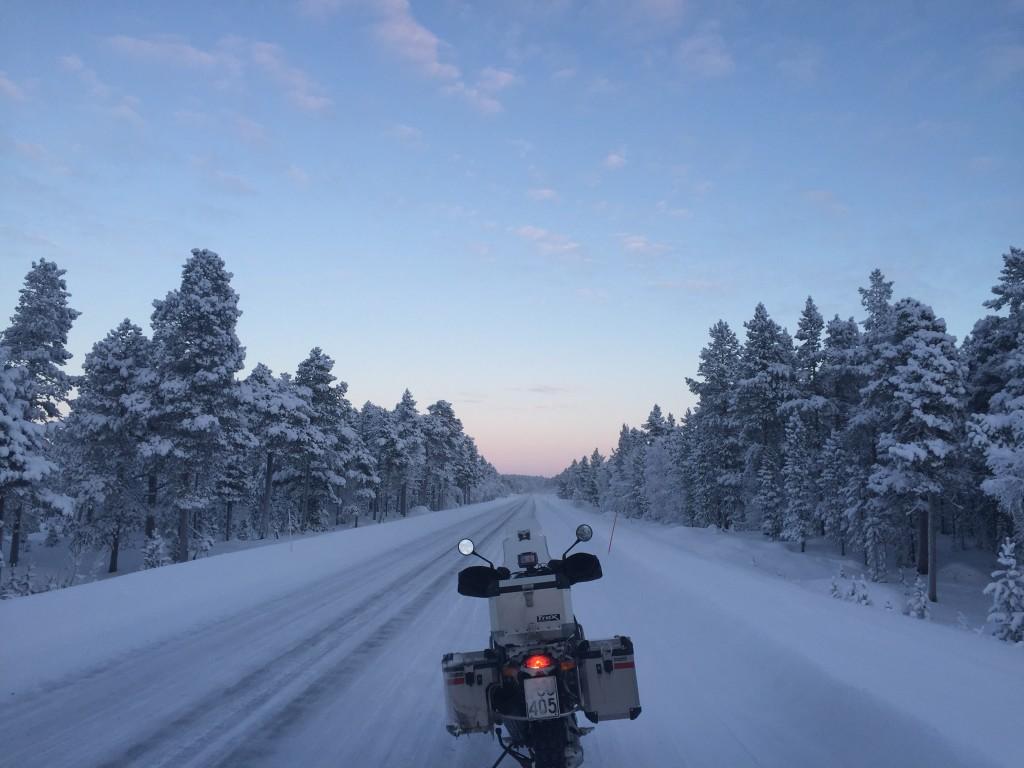 Saariselkä–Ivalo välillä riitti talven kauneutta.
