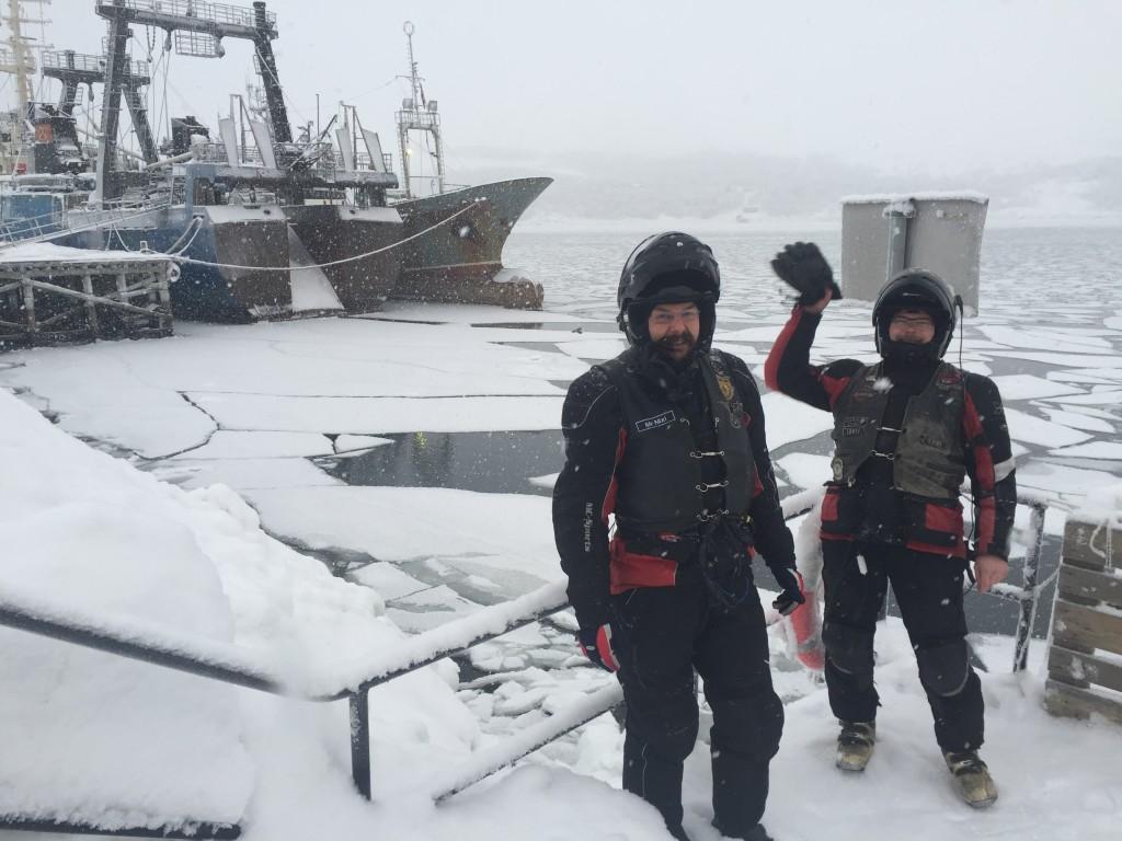 Jäämeren rannalla Kirkkoniemen satamassa. Kansainvälistä tunnelmaa luovat venäläiset kalastusalukset.